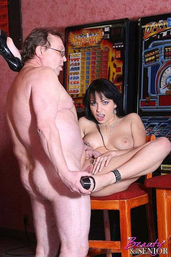 Порно ролики онлайн ххх вику боню трахают