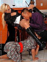Госпожа трахает раба видео порно глубокий миньет фото